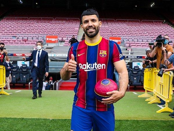 Sergio Aguero berharap Lionel Messi bertahan.