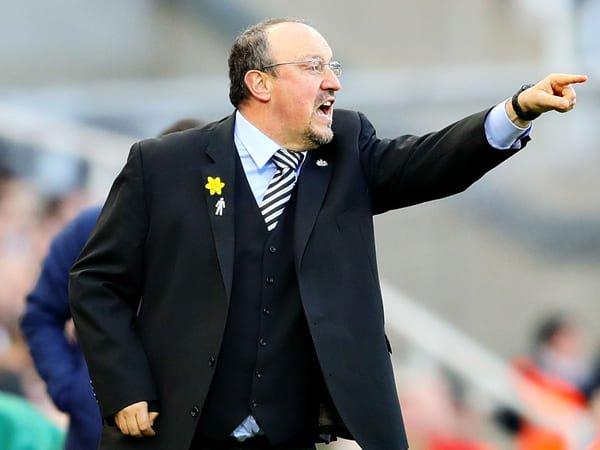 Benitez Didukung Carragher untuk Tangani Everton