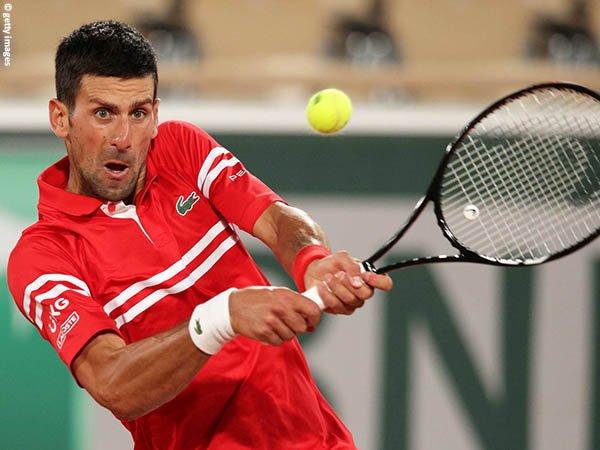 Novak Djokovic melenggang ke babak kedua French Open untuk kali ke-17 secara beruntun
