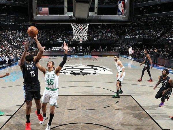 Point guard Brooklyn Nets, James Harden saat melawan Boston Celtics. (Images: Getty)