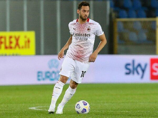 MU ajukan proposal pada AC Milan untuk Hakan Calhanoglu