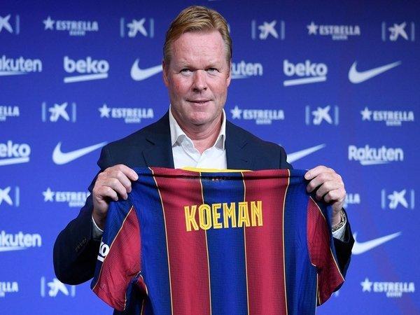 Ronald de Boer mengaku prihatin dengan perlakuan Barcelona kepada kompatriotnya asal Belanda yaitu Ronald Koeman / via EPA
