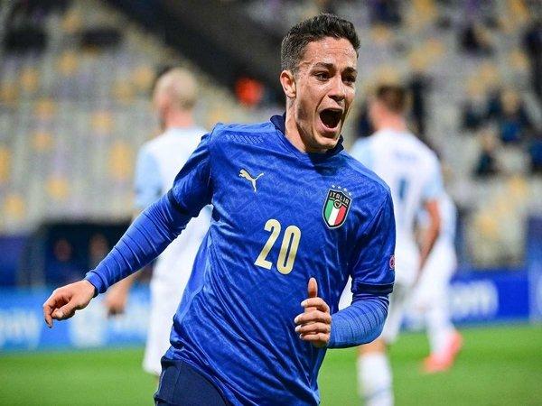 AC Milan dilaporkan melirik Giacomo Raspadori untuk mempertajam lini serangnya musim depan / via Getty Images