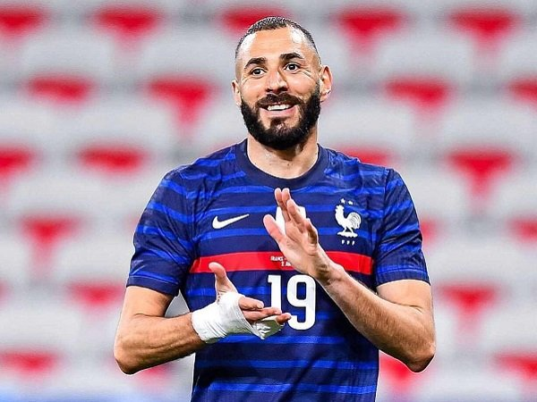 Karim Benzema gagal eksekusi penalti untuk Prancis.