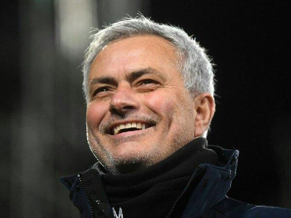 Meski sudah memilih AS Roma, Real Madrid tetap berusaha rekrut Jose Mourinho