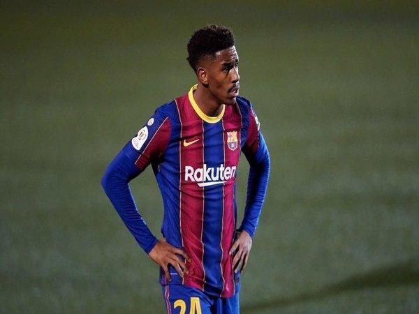 West Ham dilaporkan kian dekat untuk mendapatkan tanda tangan Junior Firpo dari Barcelona / via Getty Images