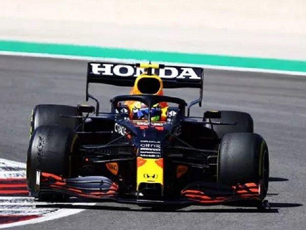 Hasil gemilang dicatat Sergio Perez.