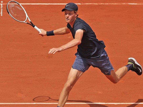 Jannik Sinner melenggang ke babak ketiga French Open 2021