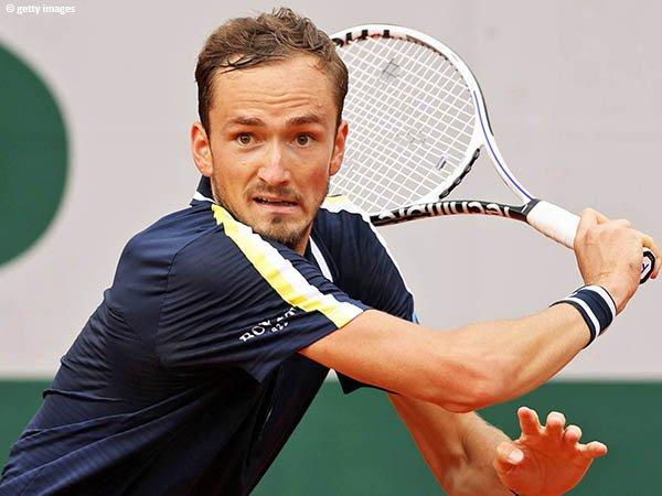 Daniil Medvedev tantang Cristian Garin di babak keempat French Open 2021