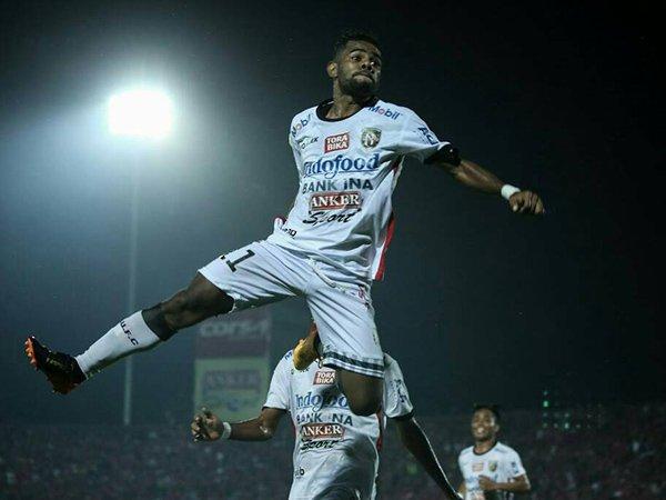 Winger Bali United, Yabes Roni