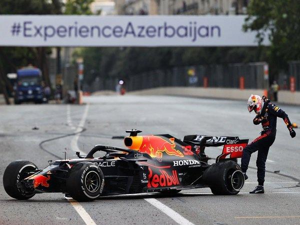 Max Verstappen belum tergeser dari puncak meskipun gagal finish di F1 GP Azerbaijan.