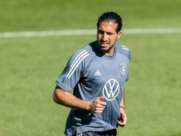 Emre Can mengaku mendapat kesulitan karena bermain di beberapa posisi untuk Borussia Dortmund