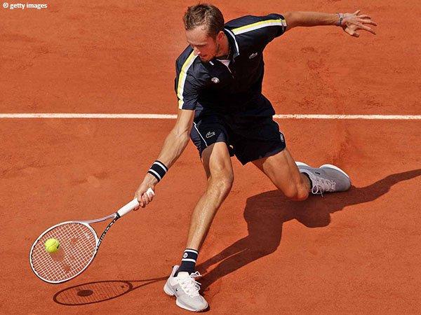 Daniil Medvedev melenggang ke perempatfinal French Open untuk kali pertama