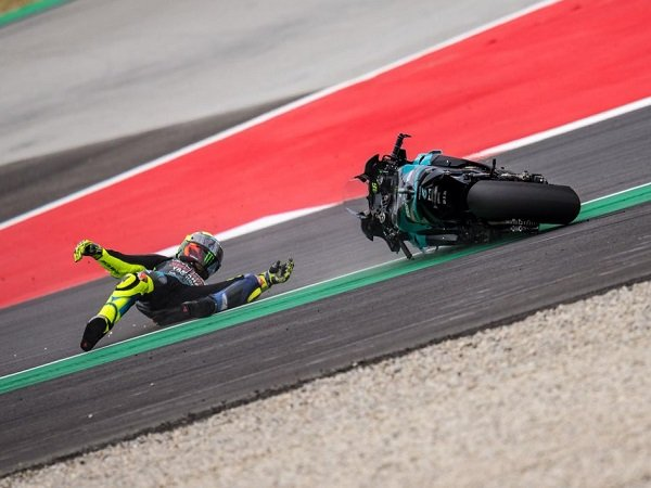 Valentino Rossi frustasi gagal selesaikan balapan di GP Catalunya.