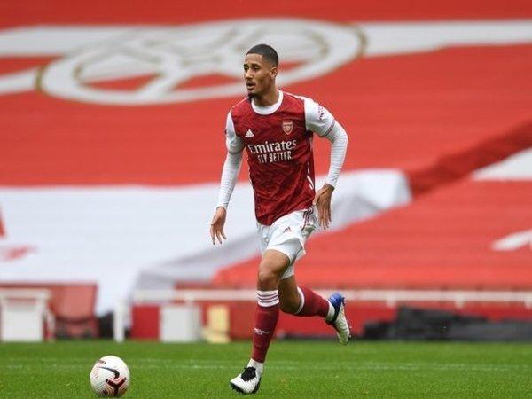 Newcastle dilaporkan tengah berusaha untuk meminjam William Saliba dari Arsenal musim panas ini / via Getty Images