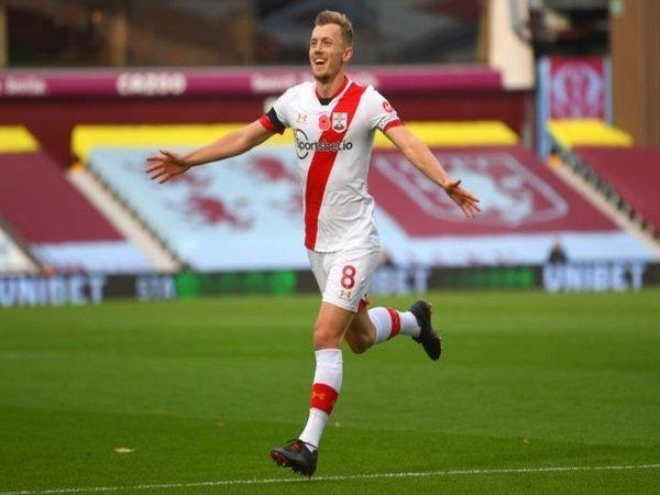 Gelandang sekaligus kapten Southampton yaitu James Ward-Prowse, dilaporkan tengah menjadi bidikan Aston Villa musim panas ini / via Getty Images