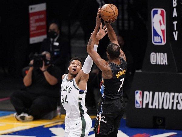 Giannis Antetokounmpo tak mau pusingkan soal ketertinggalan Bucks dari Nets.