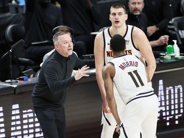 Mike Malone sebut pertahanan buruk jadi penyebab kekalahan Nuggets dari Suns di game 1.