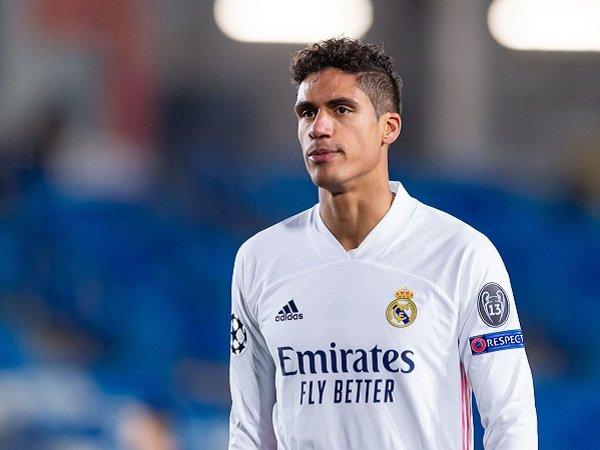 Raphael Varane belum terima tawaran perpanjangan kontrak dari Real Madrid.