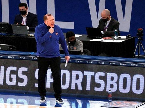 Gelar Coach of the Year 2021 berlabuh ke tangan Tom Thibodeau.