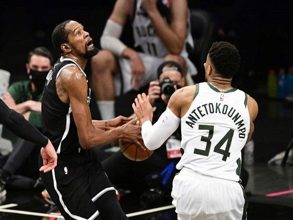 Giannis Antetokounmpo sudah biasa lihat Kevin Durant tampil menggila di playoff.