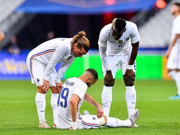 Karim Benzema didera cedera dalam laga uji coba kontra Bulgaria.