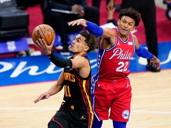 Trae Young minta dukungan fans untuk menangi game 3 dan 4 lawan 76ers.