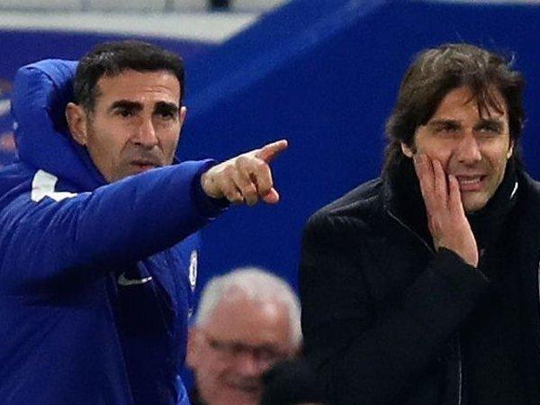 Pelatih anyar Persija Jakarta, Angelo Alessio saat masih jadi asisten Antonio Conte di Chelsea