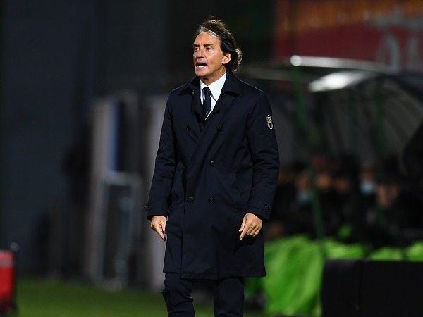 Roberto Mancini keluhkan cedera Lorenzo Pellegrini dan Stefano Sensi.
