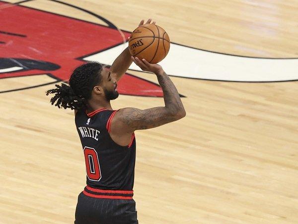 Coby White alami cedera bahu ketika beraktivitas basket di luar tim.