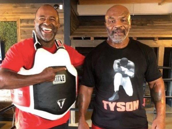 Mike Tyson bersama sang pelatih.
