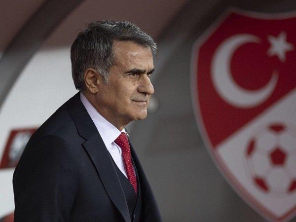 Senol Gunes percaya Turki punya kemampuan kejutkan Italia.