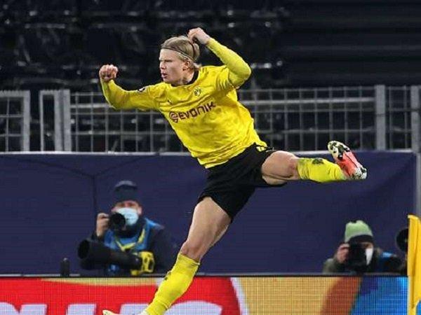 Gerard Pique berharap bisa bermain bersama Erling Haaland di Barcelona.