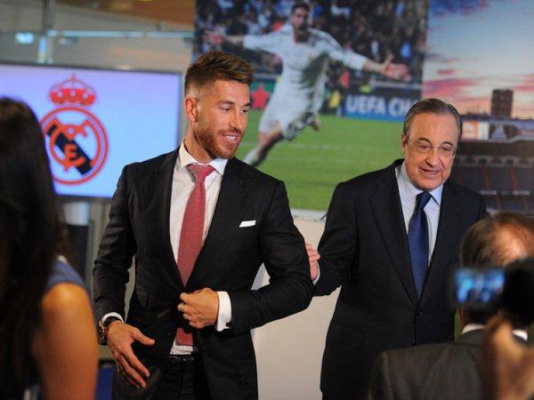 Roberto Carlos yakin bahwa Sergio Ramos akan segera diajak bertemu oleh Florentino Perez untuk membahas kontrak barunya bersama Real Madrid / via EPA