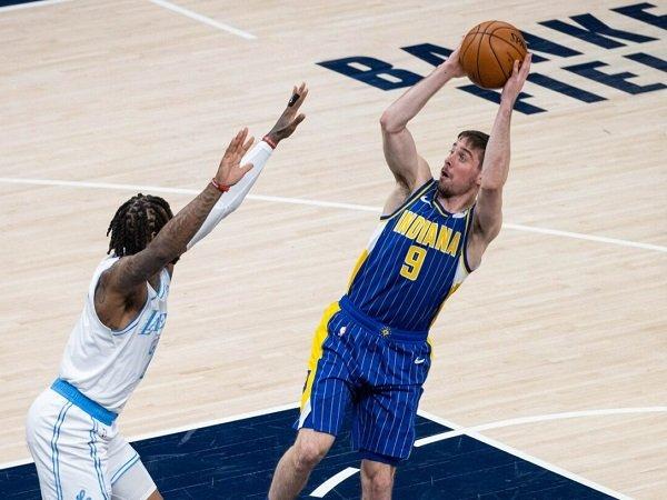Los Angeles Lakers berpotensi gantikan Alex Caruso dengan TJ McConnell.