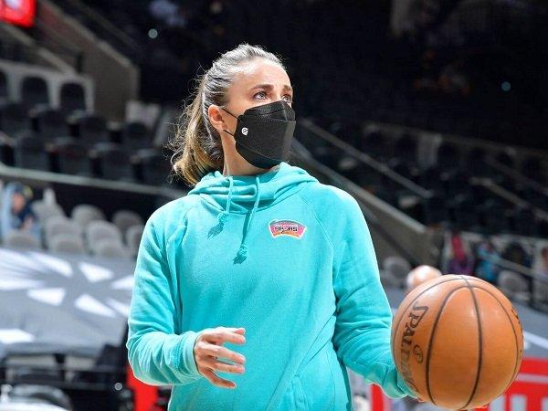 Becky Hammon berpotensi pecahkan rekor jadi pelatih perempuan pertama di NBA.