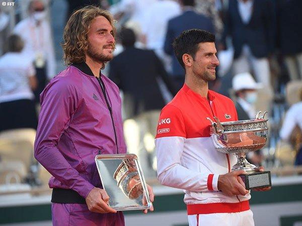 Stefanos Tsitsipas [kiri] belum berhasil memenangkan gelar Grand Slam pertama dalam kariernya