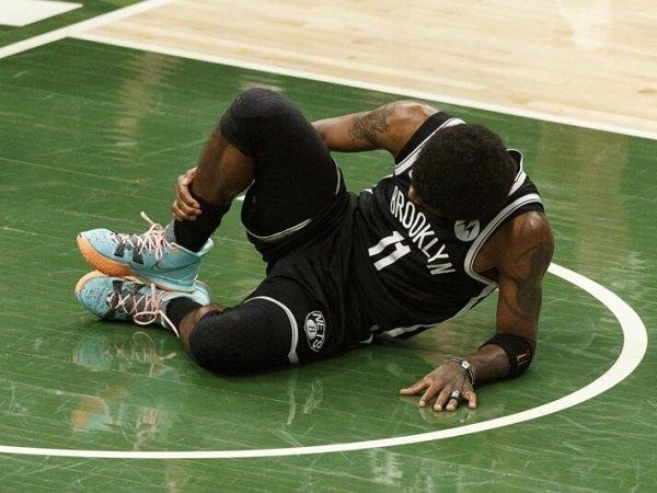 Cedera engkel Kyrie Irving buat fans Nets ketar-ketir.