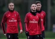 Genoa Tertarik, AC Milan Evaluasi Masa Depan Caldara dan Conti