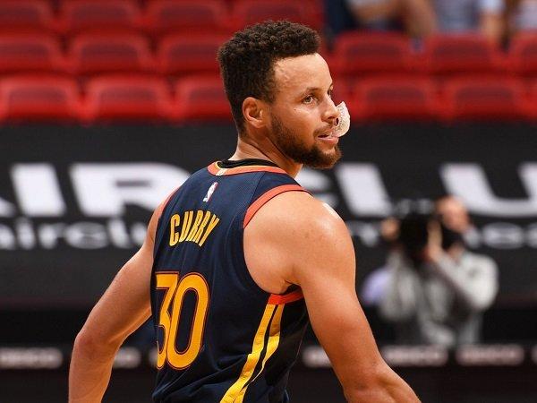 Isaiah Thomas sebut Stephen Curry sebagai playmaker terbaik yang ada di NBA.