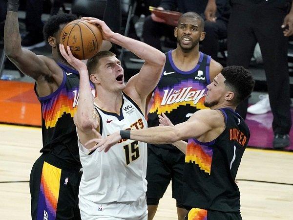 Nikola Jokic sedih gagal membawa Denver Nuggets jadi juara NBA.