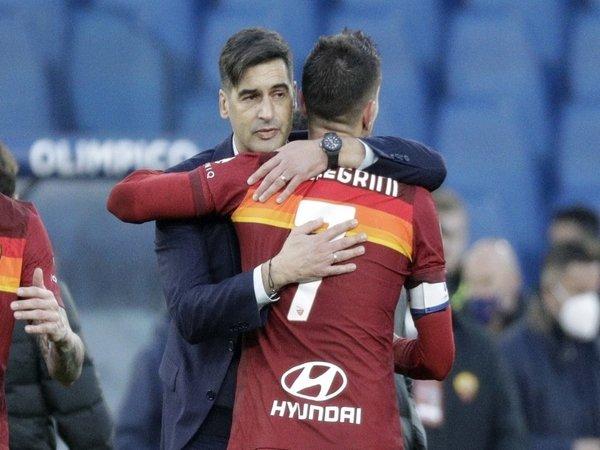 Paulo Fonseca dan Lorenzo Pellegrini diklaim bakal saling bekerja sama lagi di Tottenham pada musim depan / via EPA
