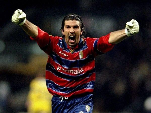 Gianluigi Buffon kembali berkostum Parma.
