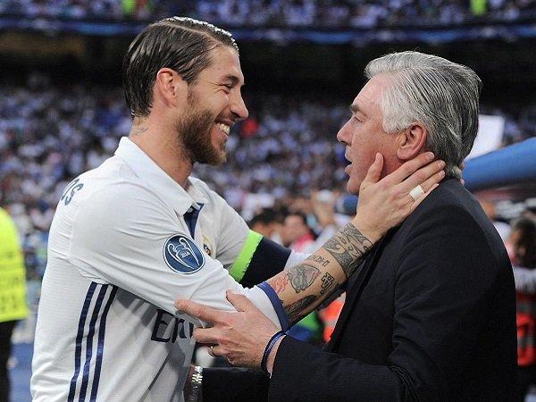 Carlo Ancelotti ucapkan selamat tinggal kepada Sergio Ramos.