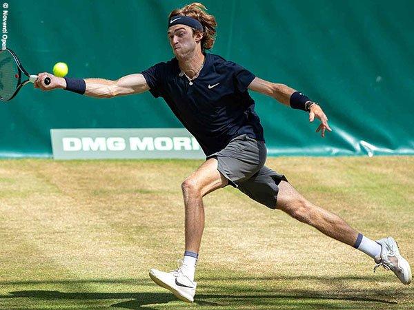 Andrey Rublev melangkah ke semifinal Halle Open 2021