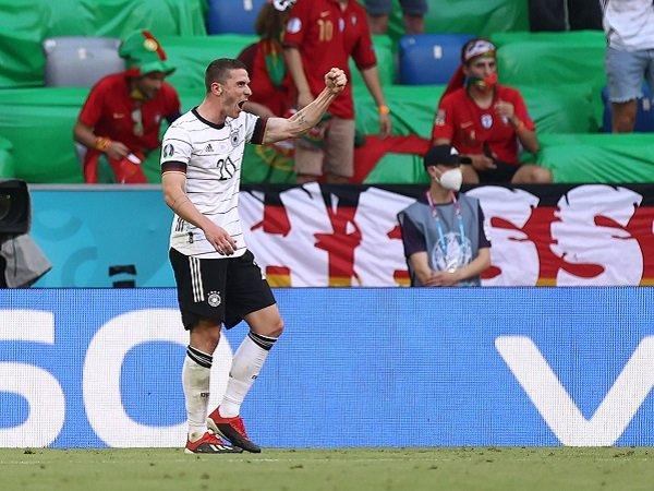 Robin Gosens tak minta jersey Cristiano Ronaldo usai Jerman taklukkan Portugal.