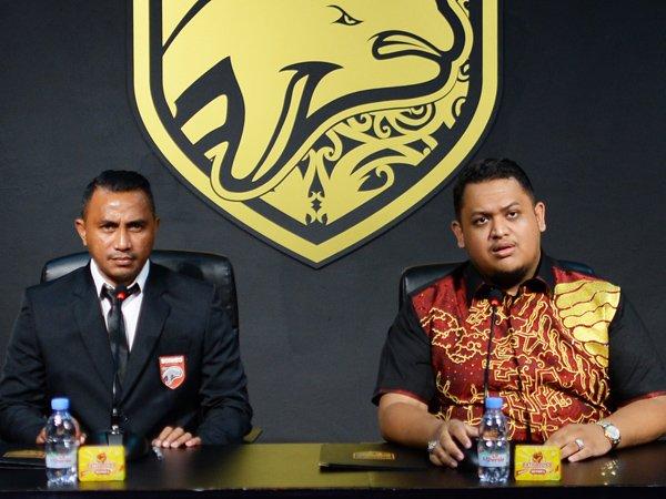 Firman Utina saat diperkenalkan sebagai Direktur Akademi Borneo FC