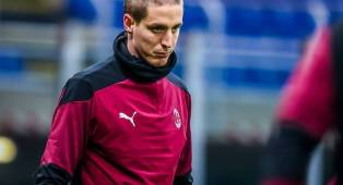 Genoa Ingin Transfer Permanen, Milan Gelar Pertemuan Bahas Masa Depan Conti
