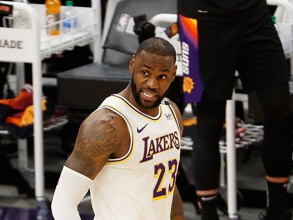 LeBron James dinilai Magic Johnson punya setahun lagi untuk unjuk gigi.