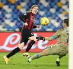 Punya Peminat di Jerman, Hauge Ingin Temui AC Milan Bahas Masa Depan